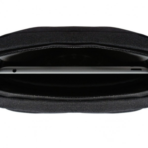 Carries and protects your iPad/tablet with an inside padded pocket.