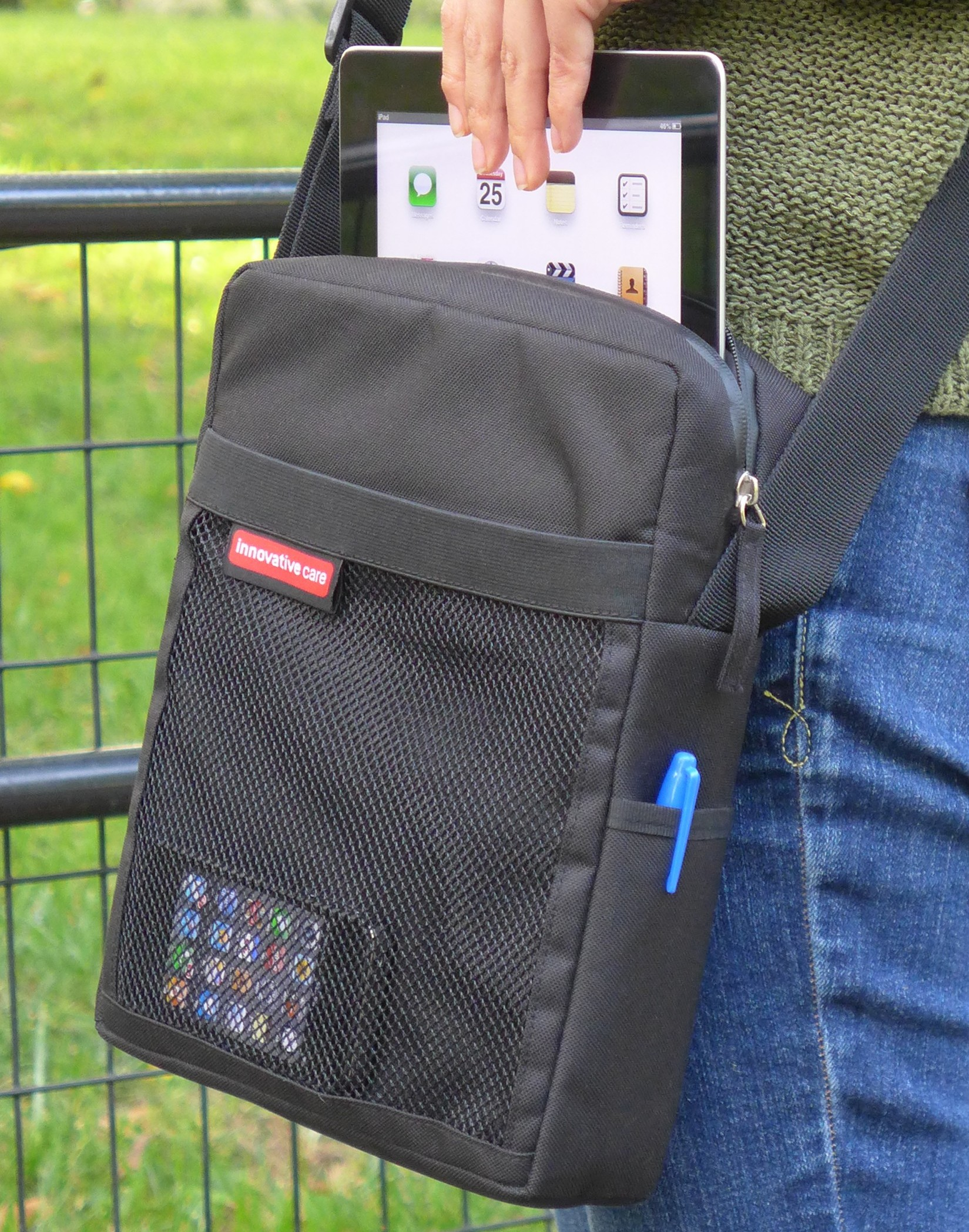tablet shoulder strap carry bag, durable and rugged for iPad, netbook or Asus Chromebook Flip with padded pocket and mesh pockets